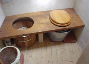 Conseils d\'utilisation d\'une toilette sèche rustique - Extrait de la ...